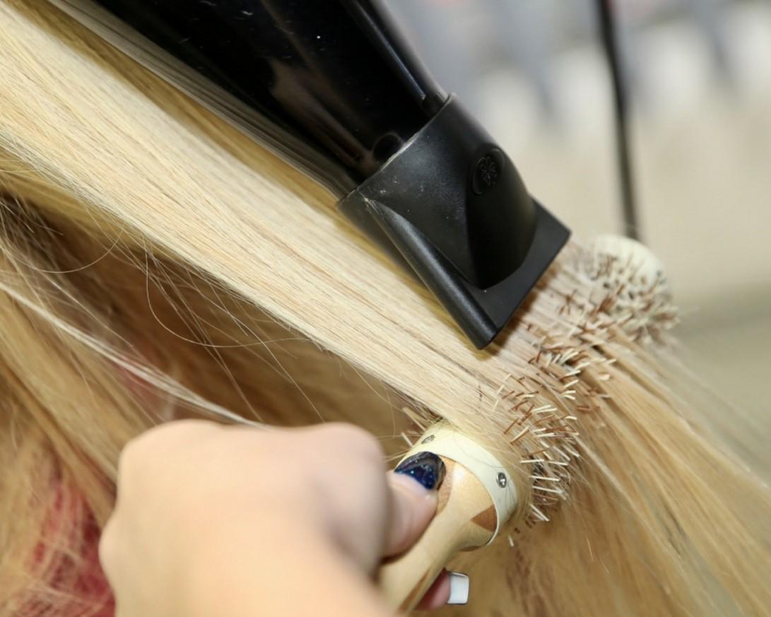 Изправяне на Дълга коса с Преса или Сешоар