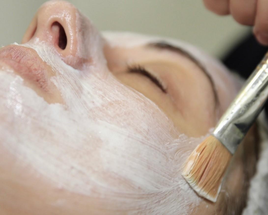 Избелваща терапия за лице